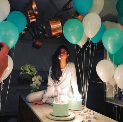 Even Though Selena Gomezs 25th Birthday Party In July Was A Low Key Event The Balloon Decoration Is Still On Point